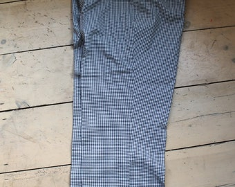 Ladies check trousers, pedal pushers size 14 REF 143