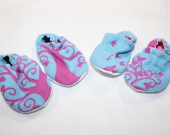 Erna Im Wunderland Booties, cloth booties, baby booties, soft soled shoes, baby footwear, cloth moccasins, child shoes, wrap scrap, tula