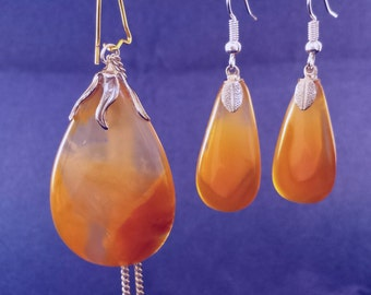 Translucent Agate Pendant and Earrings Set