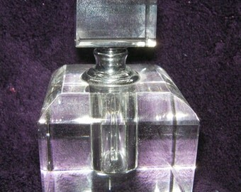 Vintage Retro Clear Glass Perfume Bottle/Decanter - In Clear colour.