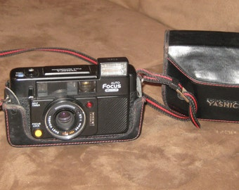 Yashica Vintage Full Automatic Film Camera 38mm 1:2.8 Lens Self Timer