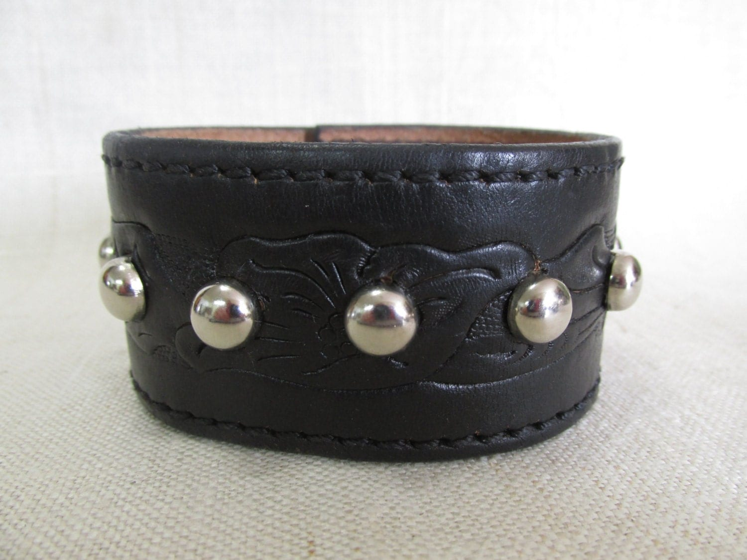 Men 39 s leather cuff repurposed upcycled belt cuff Repurposed leather belts