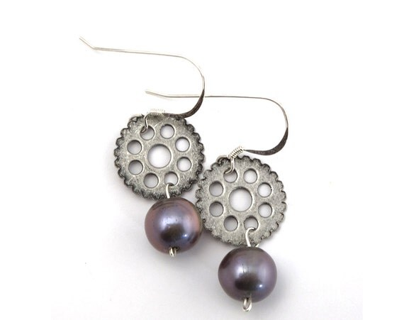 Steampunk Earrings - Steampunk Jewelry, Silver Toned Gear Earrings with Grey Freshwater Pearls, Steampunk Gear Earrings