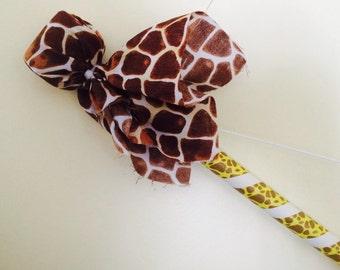 Bow and 2 arrows- giraffe