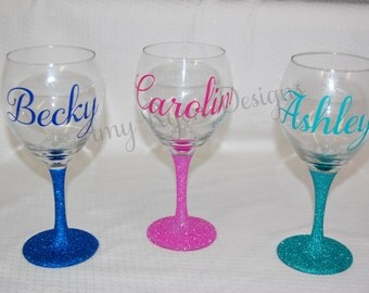 FOUR Custom Name Glittered Wine Glasses, Wedding Party Wine Glasses, Bridal Party Wine Glasses, Bridal Shower Wine Glasses