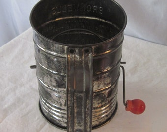 Flour Sifter, Vintage Flour sifter, Bromwell 1930's flour sifter, 3 Cup capacity flour sifter