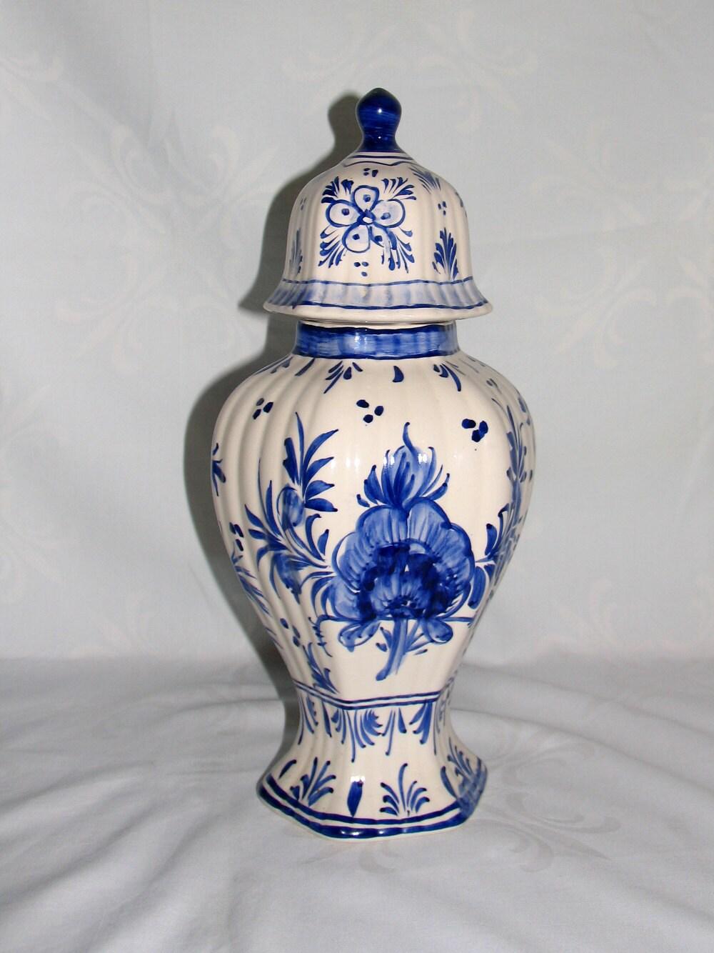 porzellan deckelvase vase aus holland niederlande vintage. Black Bedroom Furniture Sets. Home Design Ideas