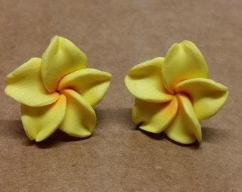 15mm Handmade Hawaiian Fimo Polymer Clay Yellow Orange Flower Post Stud Earrings (F42)