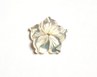 White mother of pearl flower . 22 mm