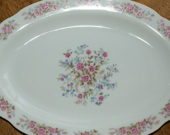 Red Sea (Remington) Scalloped, Pink and Blue flowers, large Floral Spray Center 14 inch Oval Platter