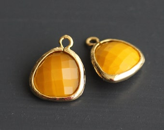 A2-000-G-MD] Mustard / 13 x 16mm / Gold plated / Glass Pendant / 2 pieces