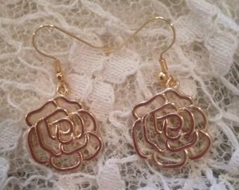 Gold flower earrings!