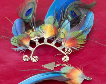 Enticing ear-wing - incredible and colourful ear cuff with all-natural macaw and peacock feathers *HIBISCUS*