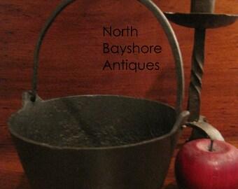 Antique 1700s Cast Iron Colonial Witches Miniature Cauldron Gatemark Pot (NBA-430)