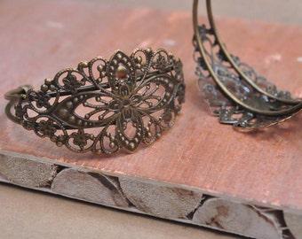 Vintage Style Antique Bronze Filigree Cuff Bracelet adjustable bracele, Bracelet with filigree flower tray blanks