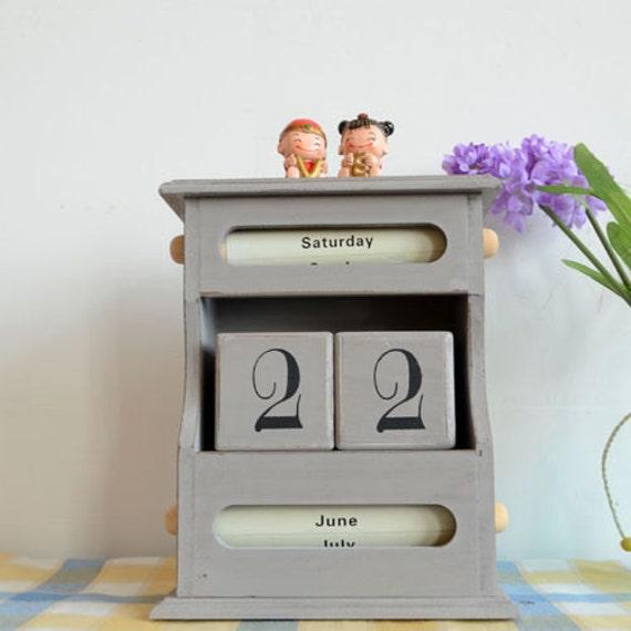 Items similar to Wooden Block Perpetual Desk Calendar Sanrio Roll Wood ...