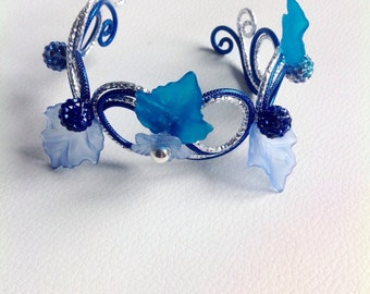 Bracelet with pearls shamballa and leaves blue and silver aluminum wire