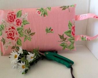 Knee pillow garden