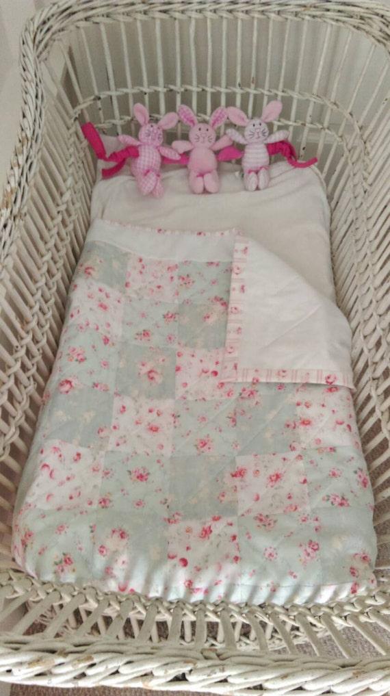 lit de b b fait main couverture de b b patchwork patchwork. Black Bedroom Furniture Sets. Home Design Ideas