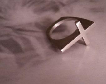 Sideways Cross Ring size 8 1/2- 18.5mm