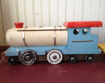Handmade vingtagd wooden train