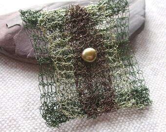 Green Gold Beaded Knitted Wire Brooch