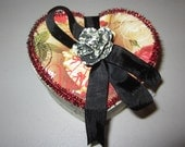 AlTerEd aRt HeArT shApEd BoX VaLeNtiNe's DaY OOak BeE mInE RoSeS bEE ViNtAgE