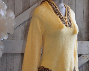1970s hooded sweater 70s bohemian top size small Vintage hippie shirt alpaca