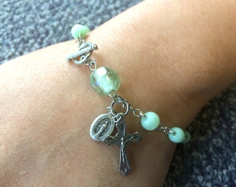 Light Green Pearl Beaded Rosary Bracelet Single Decade Glass Catholic Chaplet with Crucifix and Holy Medals