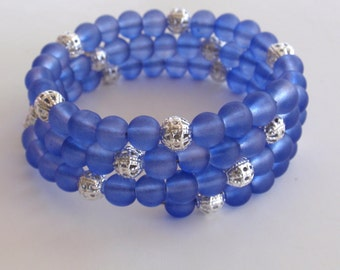 Blue frosted glass bead memory wire bracelet silver
