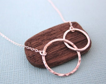 Silver Interlocked Circles Pendant Eternity Necklace, Mother Daughter Jewelry, Gift for Best Friend Bridesmaid, Friendship Two Ring Charm,