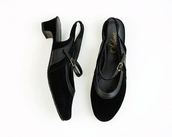 80s Vintage Black Velvet Round Toe Mary Jane Pumps / Size 8