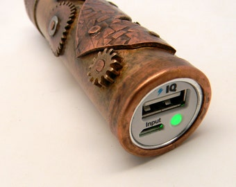 Steampunk charger,Steampunk portable charger,Steampunk  external battery chargher,Steampunk  battary bank, power bank, ipod charger.