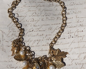 SALE Beautiful costume necklace with lovely acorns, leaves and pearls.