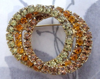 vintage prong set rhinestone smoky topaz and pale green interlinked circles brooch - j5670