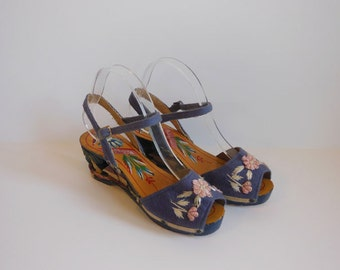 40s shoes / Tiki Time Vintage 1940s Carved Wedge Platform Shoes