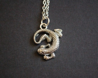 silver tone lizard necklace