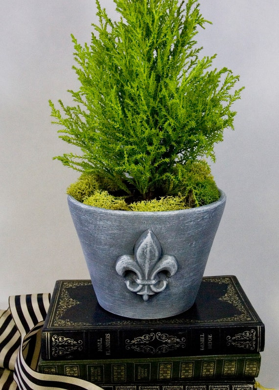 planter with fleur de lis design. Black Bedroom Furniture Sets. Home Design Ideas