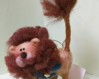 """Lenny the Lion Felted Wool 4"""" Figurine"""