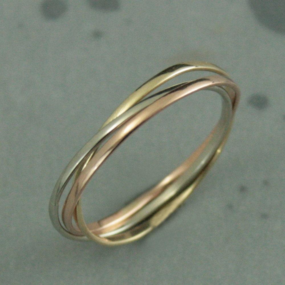 izyaschnye wedding rings rolling wedding ring