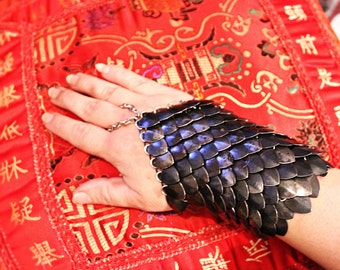 One ScaleMail Half Gauntlet STEEL dragonscale LARP cosplay