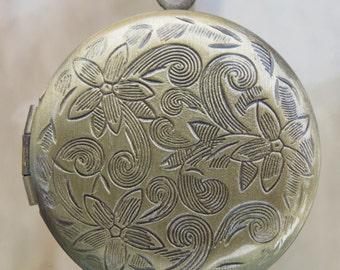 31x27x6mm (2mm bail hole) Antique Brass Base Metal Locket Pendant (G185)