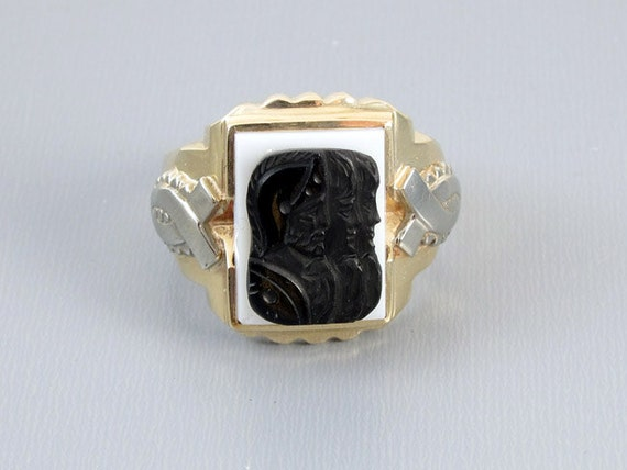 Mans vintage Art Deco two tone 10k yellow and white gold triple head warrior sardonyx hardstone cameo ring, size 11-1/2