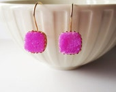 Gold druzy earrings. Druzy dangle earrings. Pink druzy earrings. Titanium druzy. Pink earrings. Fuchsia earrings. Square earrings.
