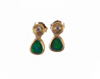small and nice earrings made of gold with brillant cut diamonds and opals