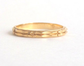Art Deco Floral Ring. 1930s Sparkling Floral Eternity Band. Wedding Ring. 14k Gold. 5.25.