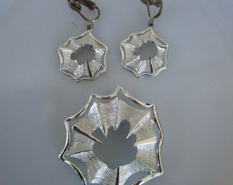Vintage Spider Web Brooch and earrings set Silver tone