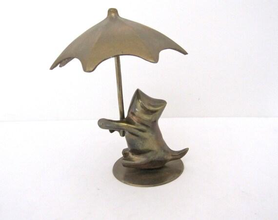 Holding Umbrella ◅ ▻