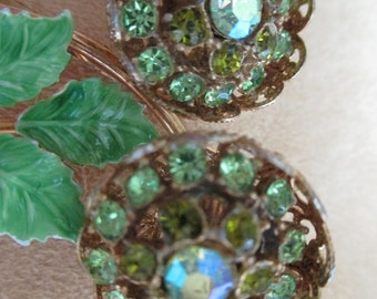 vintage costume jewelry  / rhinestone flower brooch