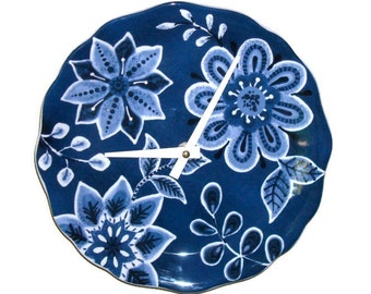 SILENT Navy and White Floral Wall Clock / Kitchen Clock / 9 Inch Clock / Wall Decor / Blue and White Home Decor - 1990